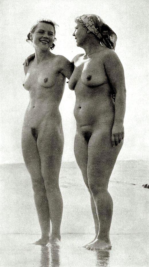 nude010bew (434k image)
